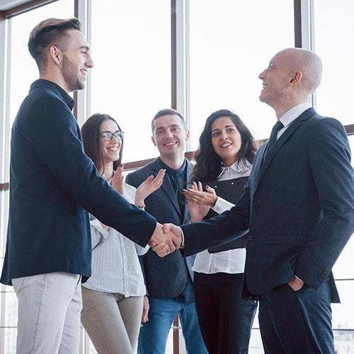 Менеджер по продаже услуг корпоративным клиентам